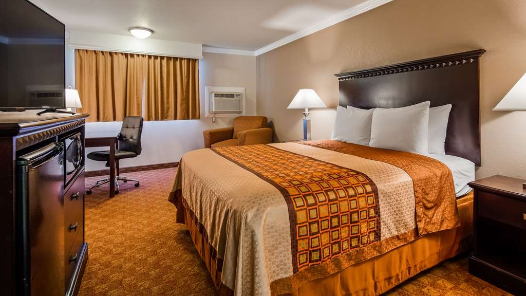 SureStay Plus Hotel by Best Western Lompoc - If you need a queen accessible room with a bathtub or roll in shower we have both options available.