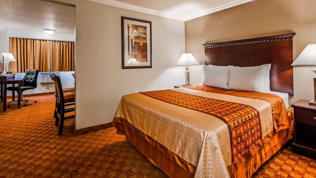 SureStay Plus Hotel by Best Western Lompoc - Our 2 queens suite bedroom was designed with an open concept, ensuring you have enough room without sacrificing comfort.