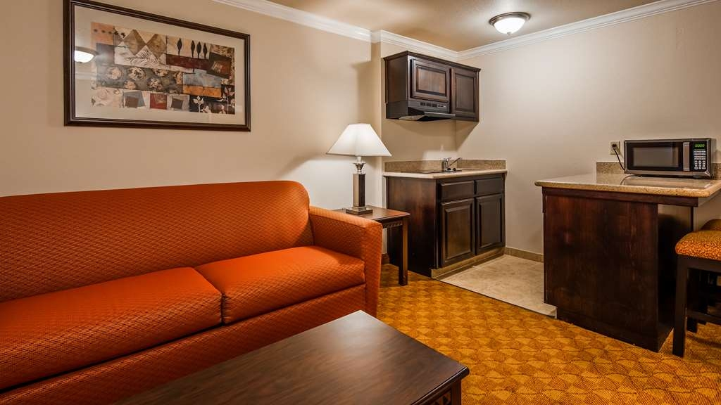 SureStay Plus Hotel by Best Western Lompoc - Upgrade yourself to our 2 queens suite for added comfort during your stay.
