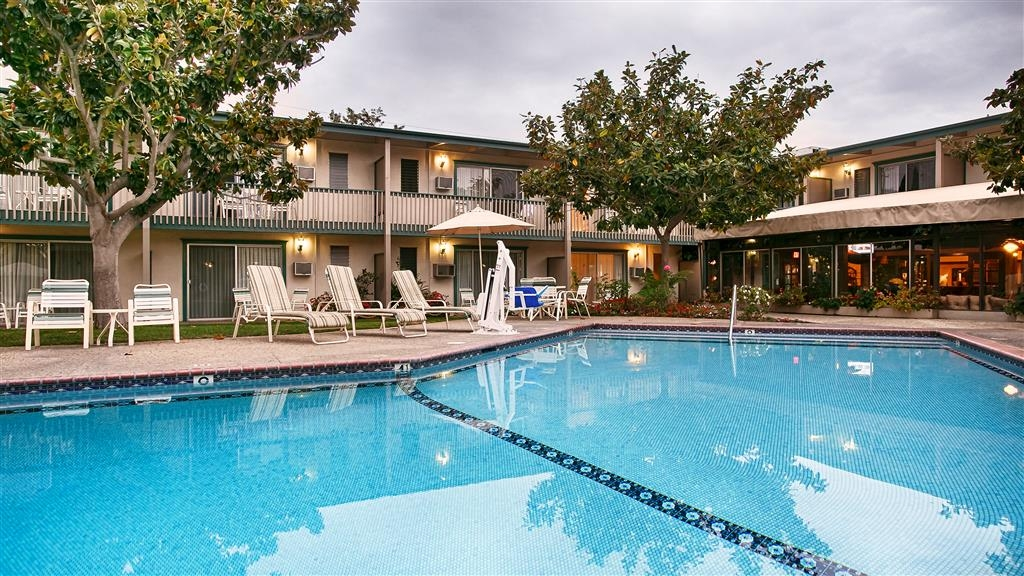 Best Western Plus Encina Inn & Suites - Stay in shape by swimming laps, cool off with a refreshing dip, or just splash around in our outdoor pool.