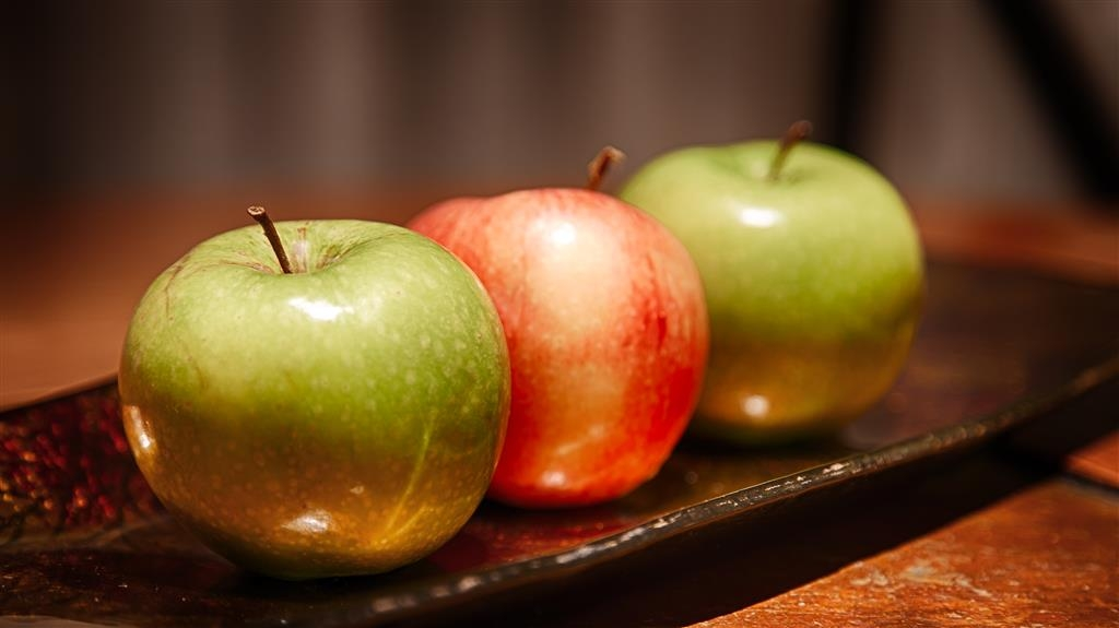 Best Western Plus Encina Inn & Suites - Even if you're in a rush, grab an apple on the go.