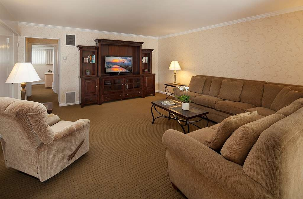 Best Western Plus Encina Inn & Suites - One Bedroom Suite Living Room