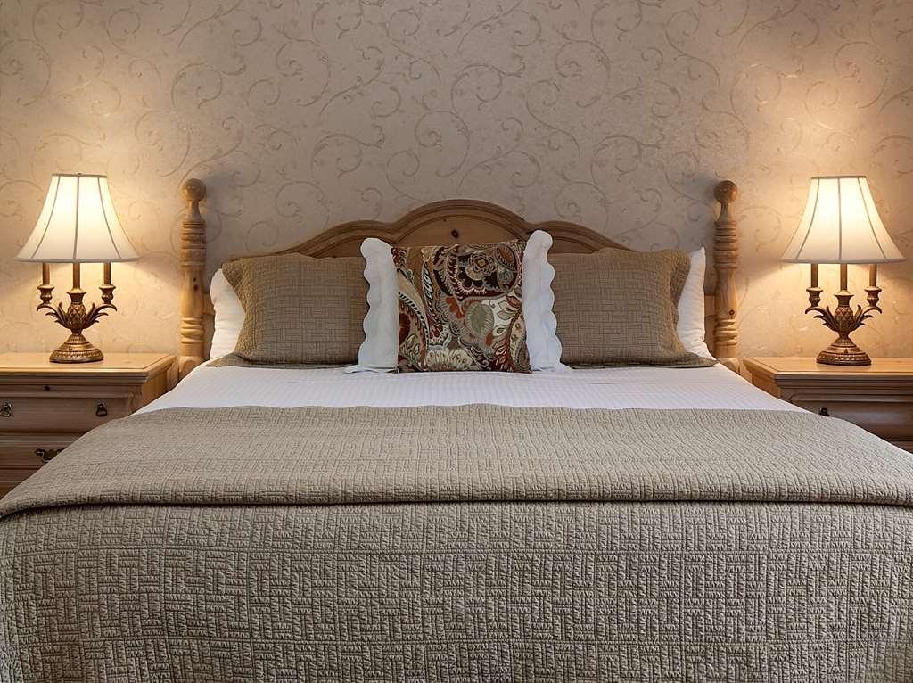 Best Western Plus Encina Inn & Suites - Gästezimmer mit Kingsize-Bett