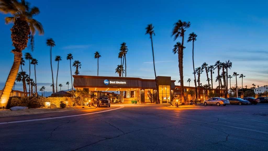 Best Western Date Tree Hotel - Facciata dell'albergo