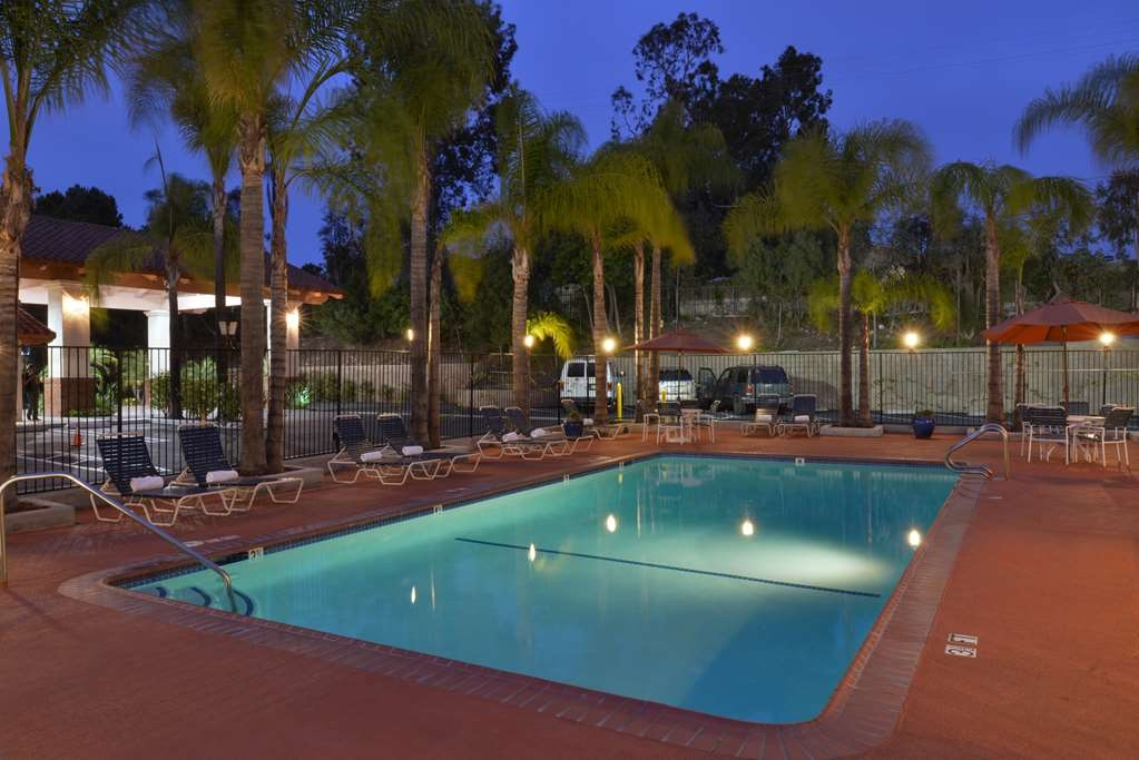 Best Western Capistrano Inn - Take a refreshing dip in our year-round heated outdoor pool.