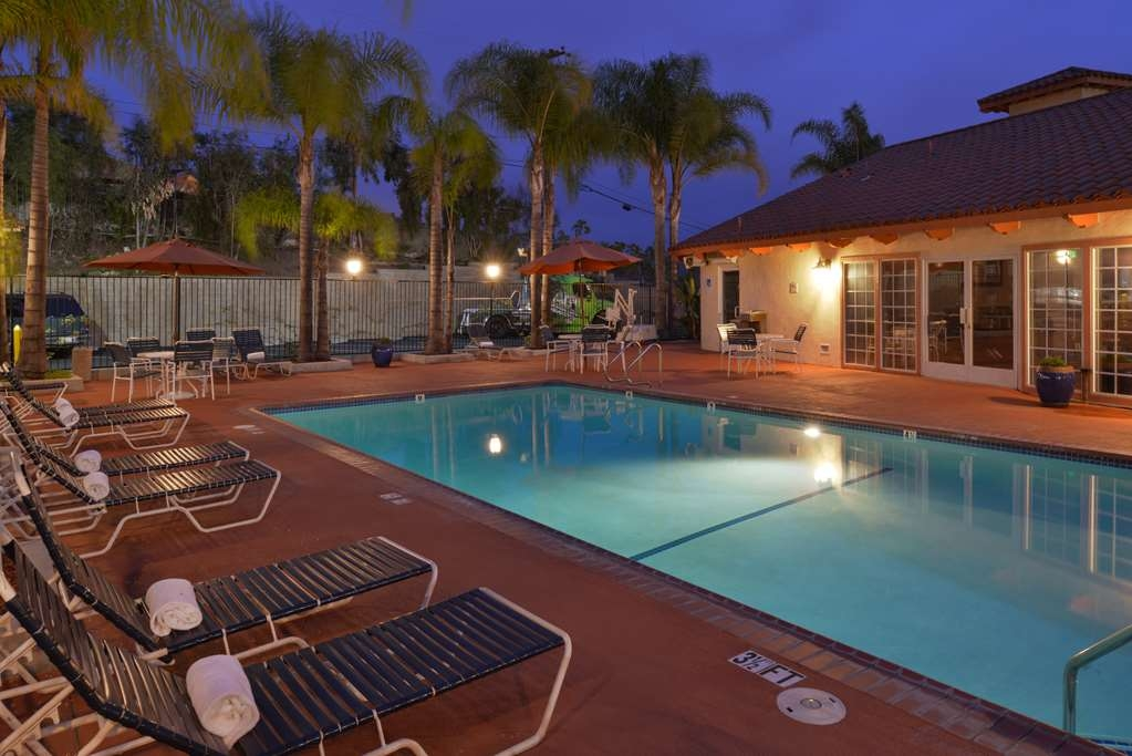 Best Western Capistrano Inn - Unwind in the Southern California weather and pull up a chaise lounge at our outdoor heated swimming pool and Jacuzzi®.