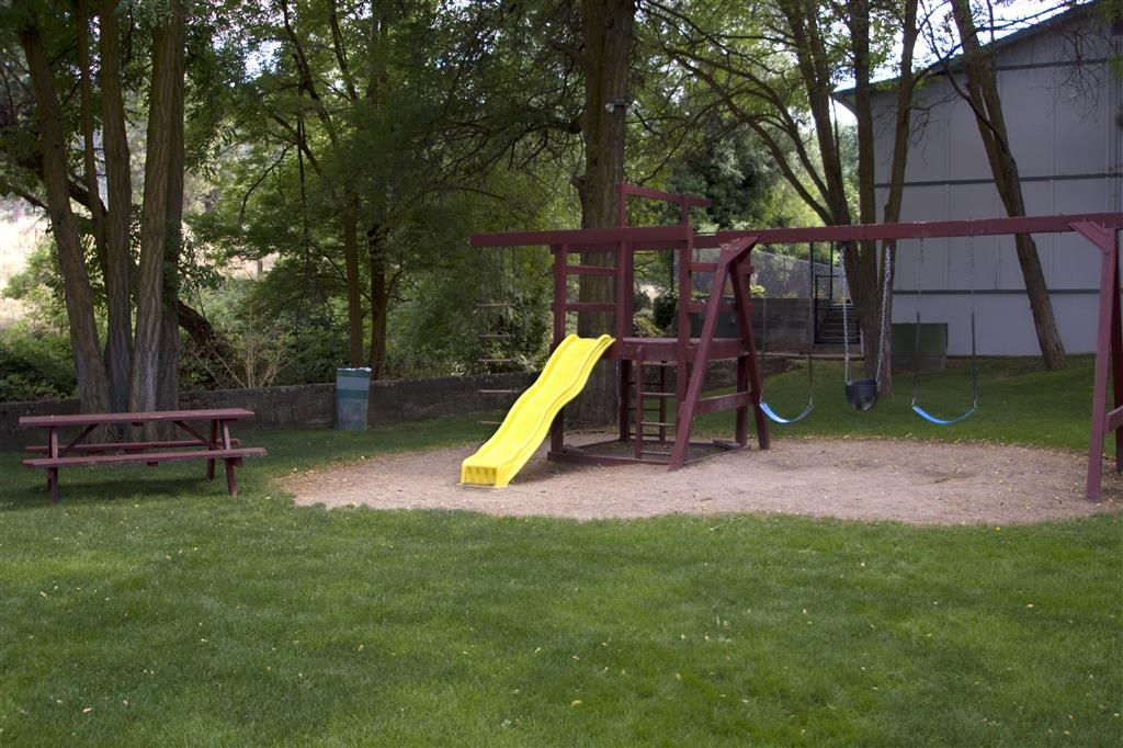 Best Western Miner's Inn - Enjoy some memorable time with the family in our outdoor hotel play area.