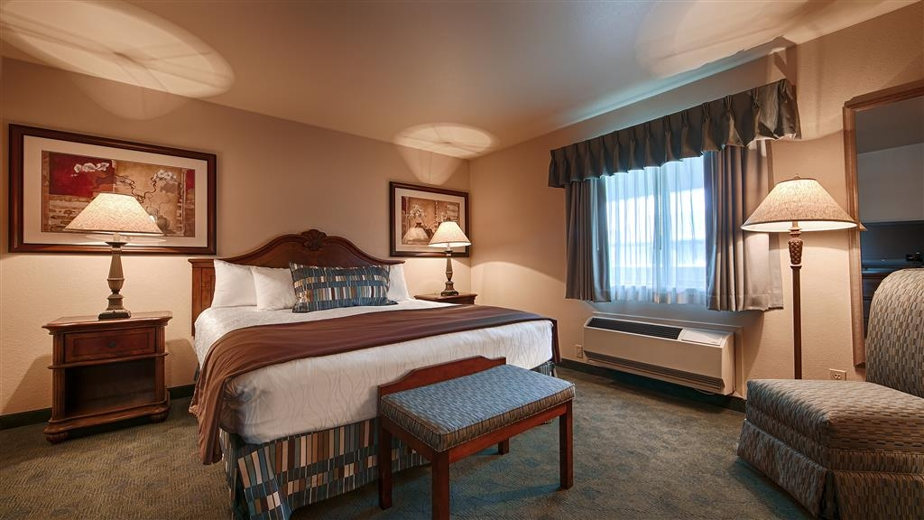 Best Western Miner's Inn - Our king suite features 2 bedrooms & furnished kitchenette, free wi-fi access and 3 flat screen TVs.