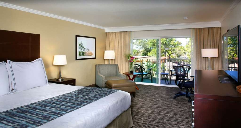 Best Western Plus Garden Court Inn - Get comfy and relax in our King Guest Room