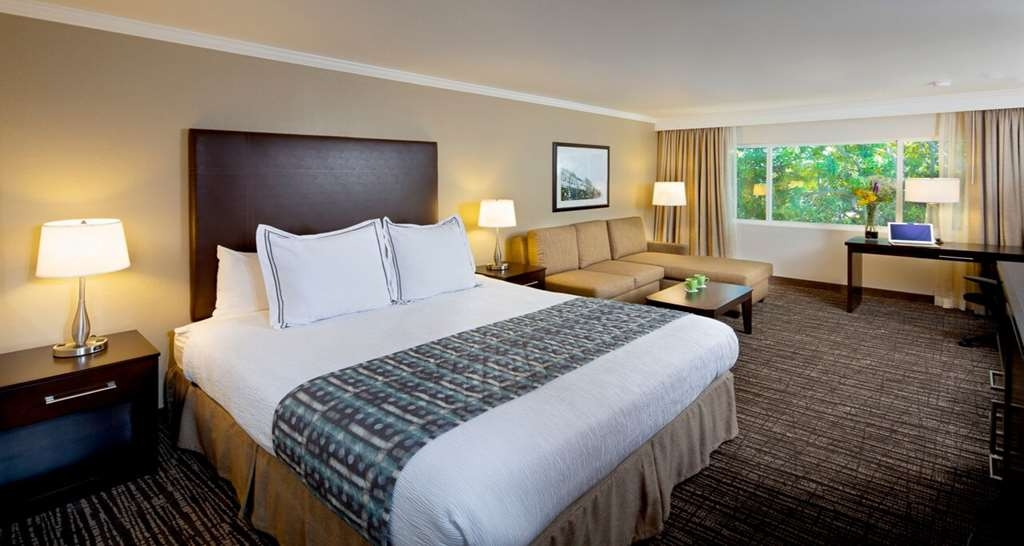 Best Western Plus Garden Court Inn - Bring the family along and stay in our King Room