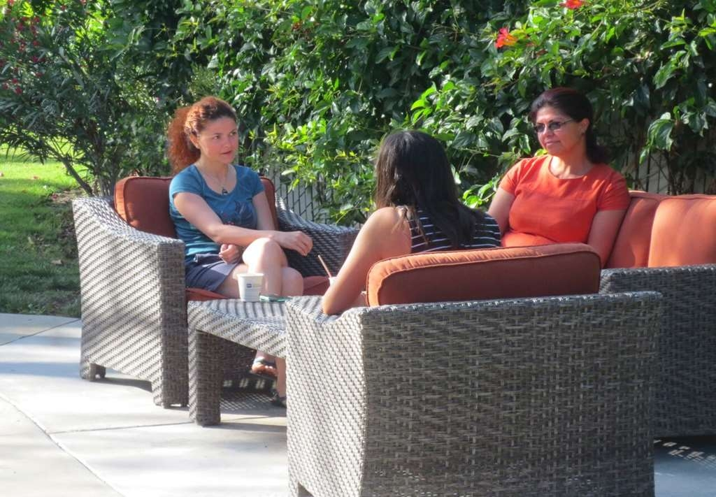Best Western Plus Garden Court Inn - Soak up the sun and relax at our outdoor sitting area