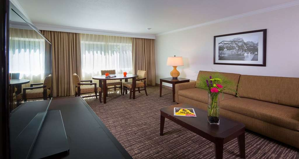 Best Western Plus Garden Court Inn - Enjoy the extra sitting room in our King Suite with Sofa Bed