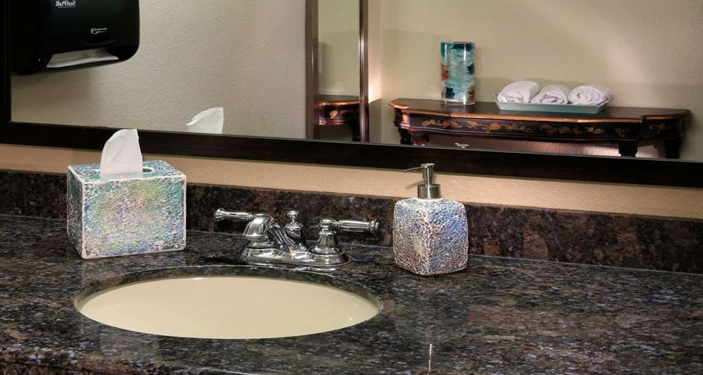 Best Western Plus Garden Court Inn - Refresh yourself in our clean public bathrooms