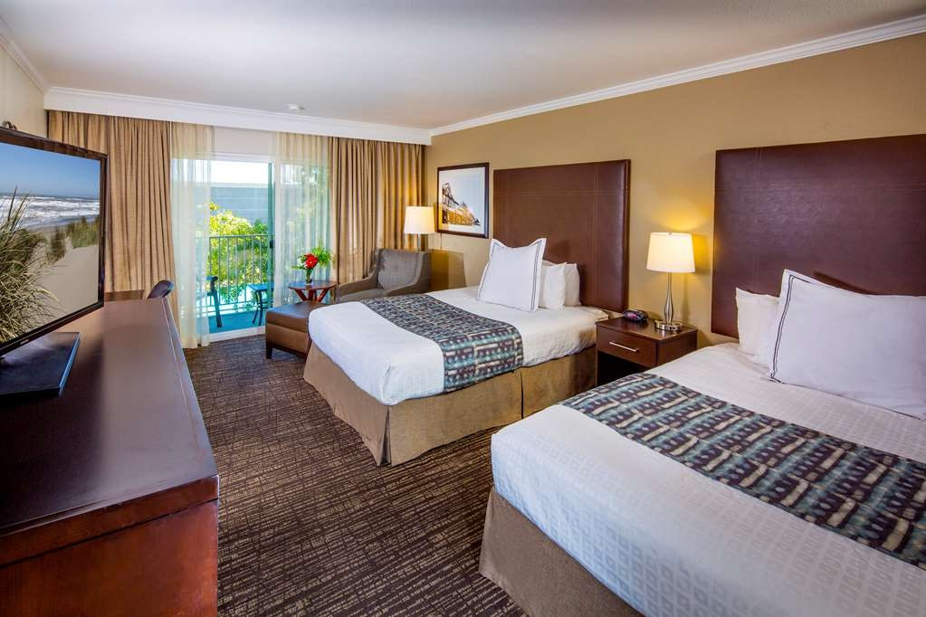 Best Western Plus Garden Court Inn - Two Queen Beds with Balcony