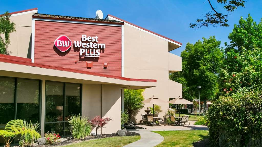 Best Western Plus Garden Court Inn - Vista Exterior