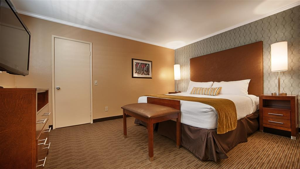 Best Western Plus Beach View Lodge - Make yourself at home within the private King bedroom featured in our Family Suites.