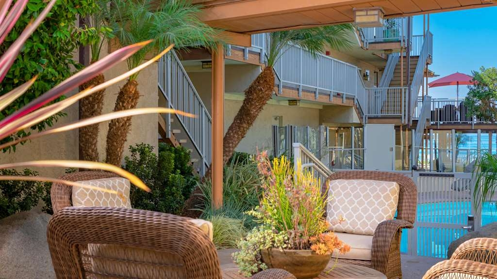 Best Western Plus Beach View Lodge - Our courtyard is the perfect spot to relax after a long day of work or travel.