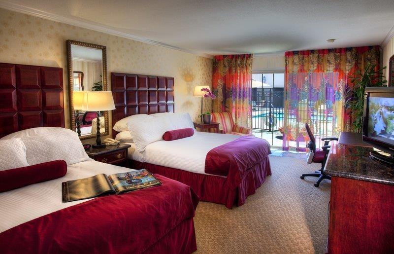 Best Western Plus Sutter House - Zimmer mit Blick auf den Swimmingpool und zwei Queensize-Betten