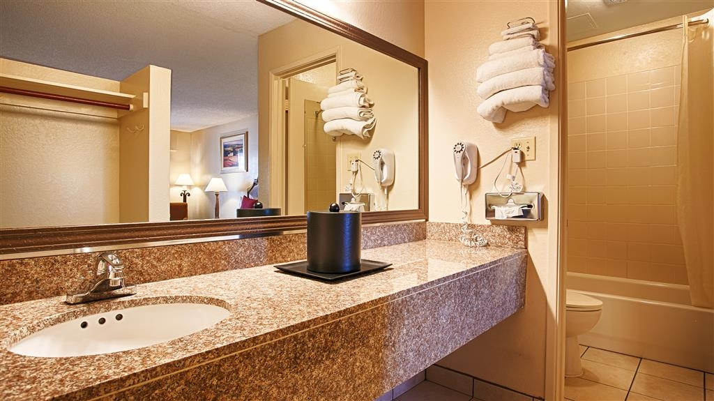 Best Western Roseville Inn - All of our guest bathrooms feature a large vanity with plenty of room to unpack the necessities.