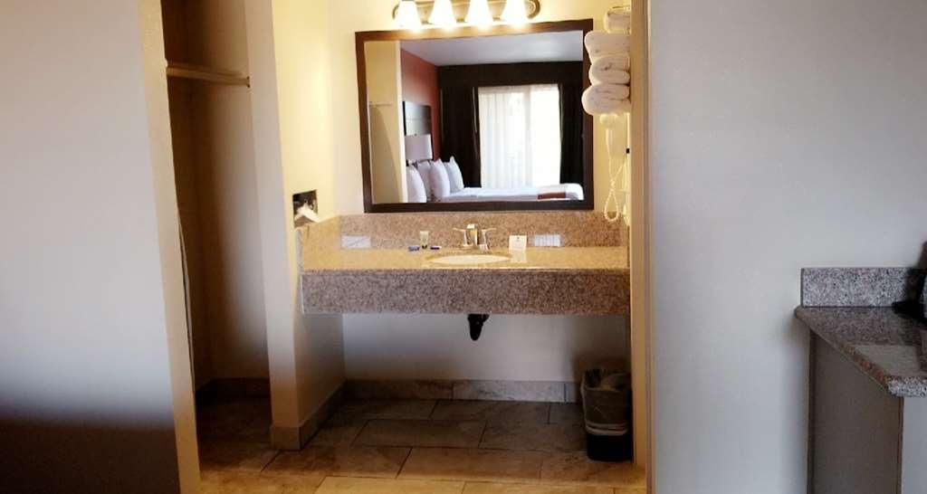 Best Western Roseville Inn - Bathroom
