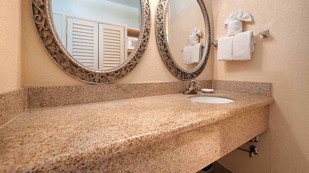 Best Western San Marcos Inn - Enjoy getting ready for the day in our fully equipped guest bathrooms.