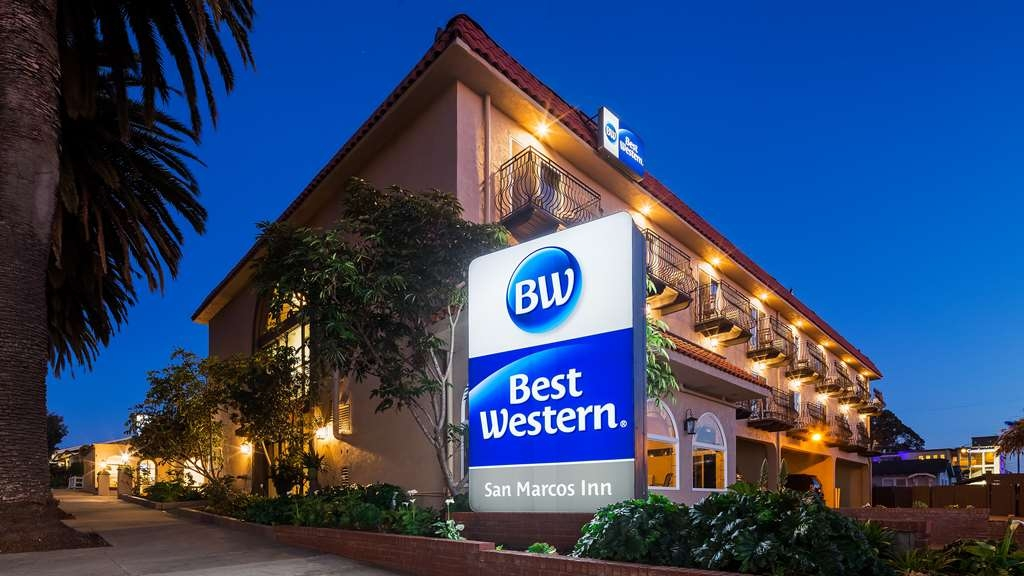 Best Western San Marcos Inn - Hotel Exterior at Night