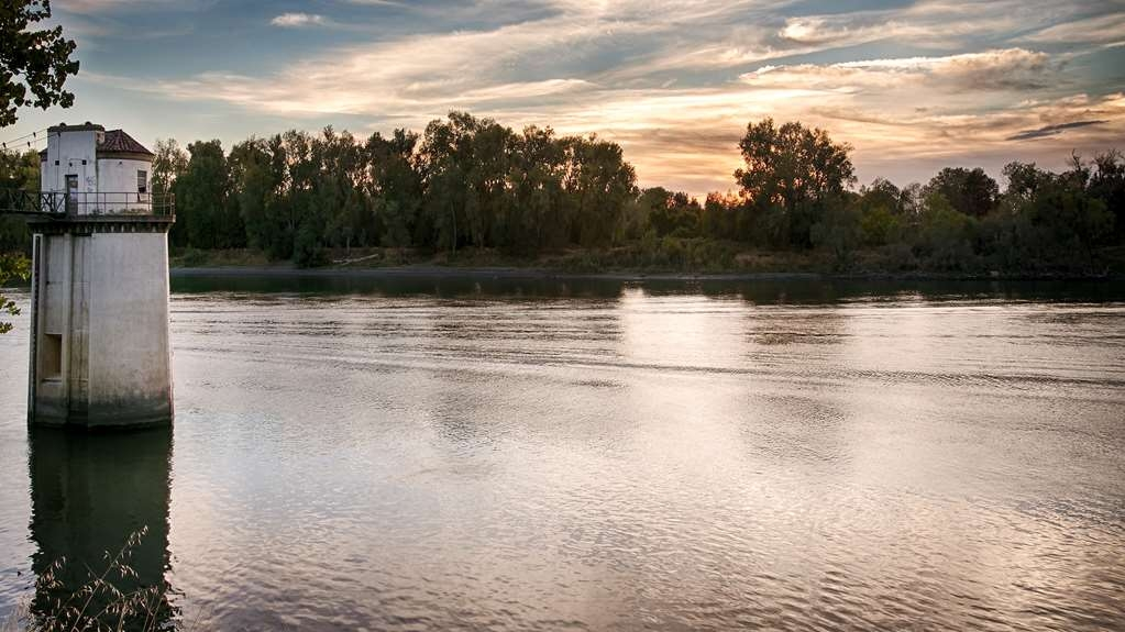 Best Western Sandman Motel - Enjoy the beautiful views of the Sacramento River from our hotel.