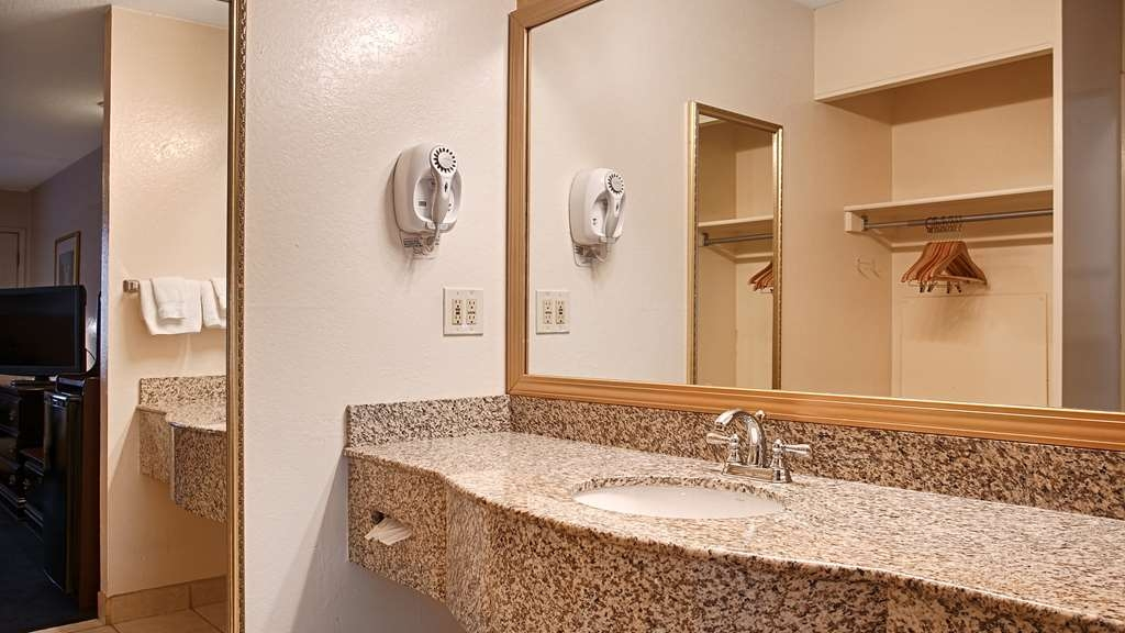 Best Western Sandman Motel - Enjoy getting ready for the day if our guest bathrooms.
