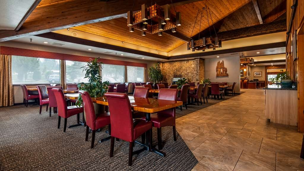 Best Western Plus Tree House - Seven days a week start your day off right with a hearty breakfast in the Tree House Restaurant.