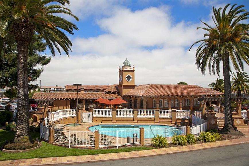 SFO Airport Hotel, El Rancho Inn Signature Collection - Le BEST WESTERN PLUS El Rancho Inn vous souhaite la bienvenue et vous offre tous les conforts dont vous disposez dans votre propre maison.