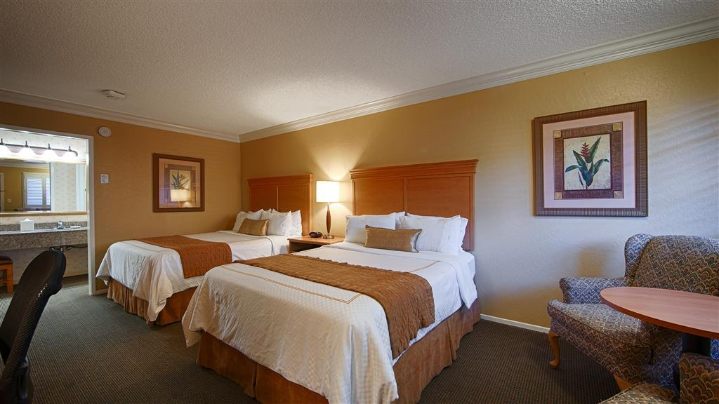 Best Western Plus El Rancho Inn - Our double bedded guest rooms are perfect for traveling families.