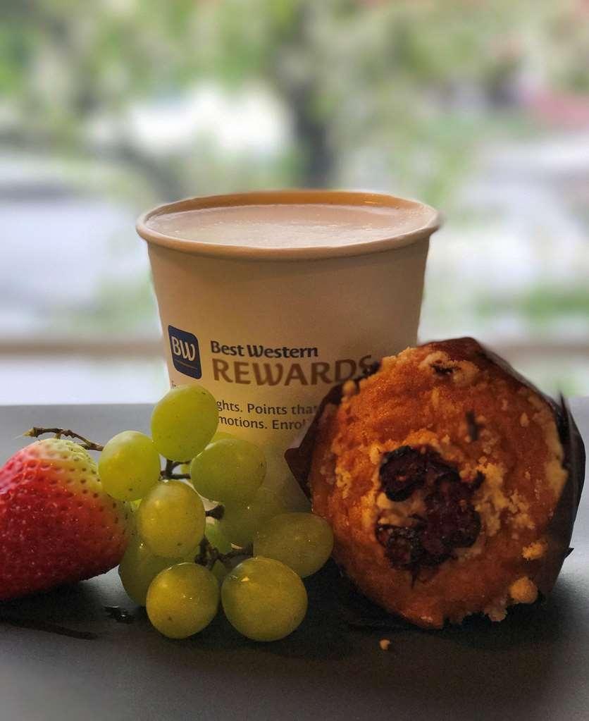 Best Western Inn Santa Clara - Enjoy freshly brewed coffee with fresh pastry.