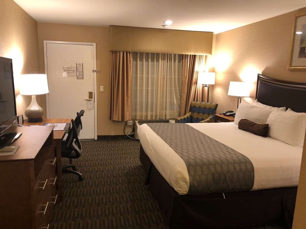 Best Western Inn Santa Clara - Be productive in the comfort of your own room with a large work desk and free WiFi access.