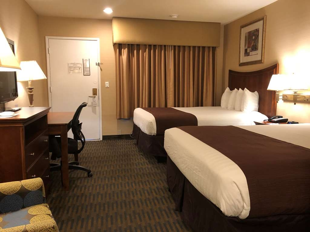 Best Western Inn Santa Clara - There's plenty of space in our Two Queen Beds for sleeping, eating and working.