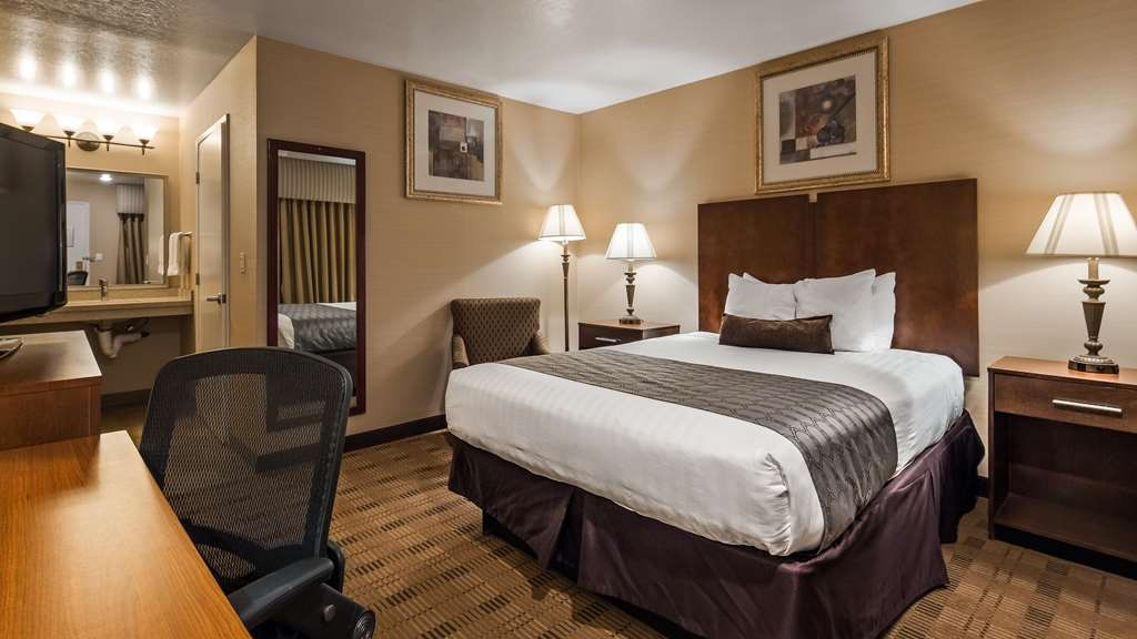Best Western Inn Santa Clara - One Queen Bed Handicap Room. We designed our ADA mobility accessible rooms for easy wheelchair access.