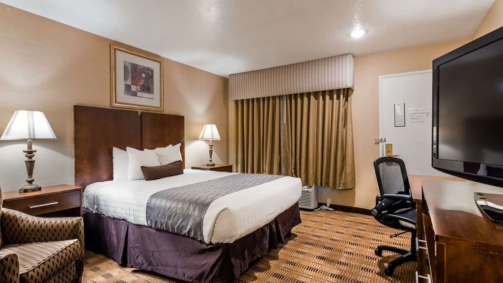 Best Western Inn Santa Clara - One Queen Bed Handicap Room. We've designed our ADA mobility accessible rooms to make our guests with disabilities feel more comfortable.