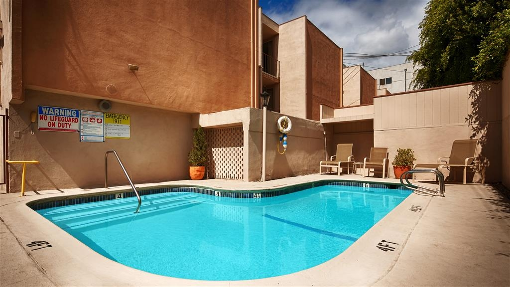 Best Western Royal Palace Inn & Suites - Vue de la piscine
