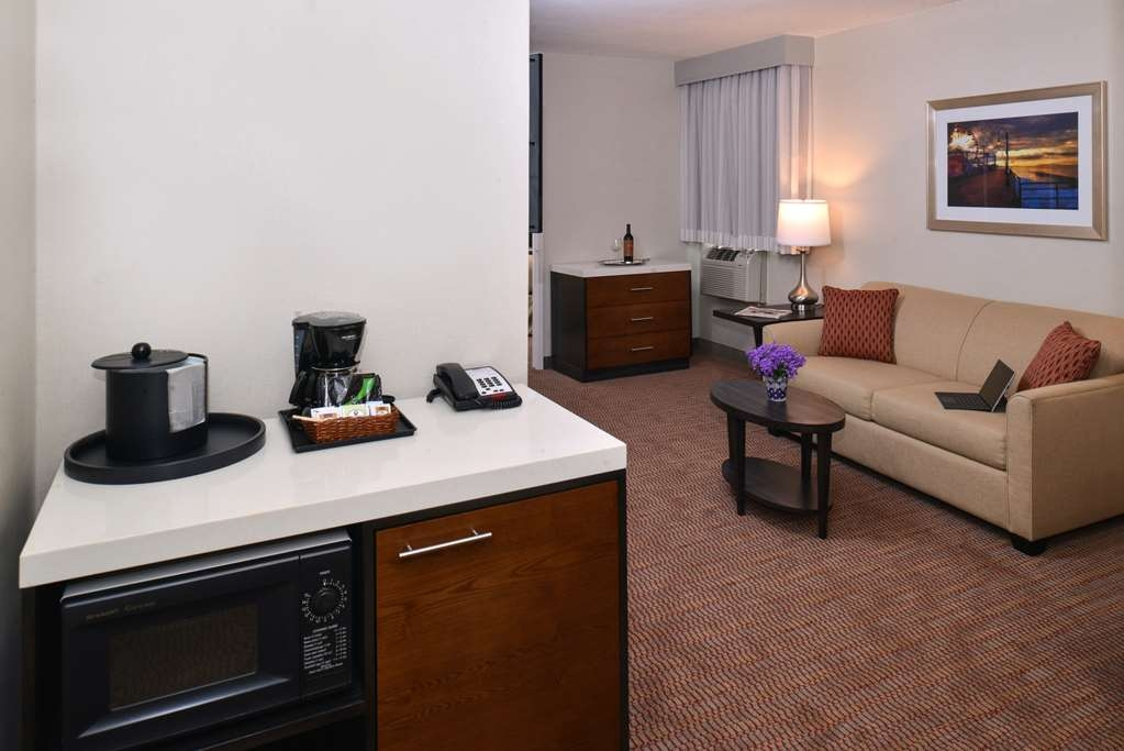 Best Western Royal Palace Inn & Suites - Suite