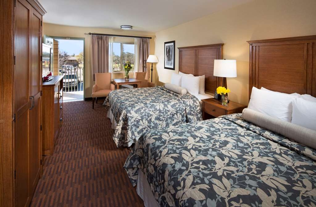 Best Western Plus Hilltop Inn - Our 2 queen guest rooms were recently renovated with a Serta mattress for added comfort during your stay.