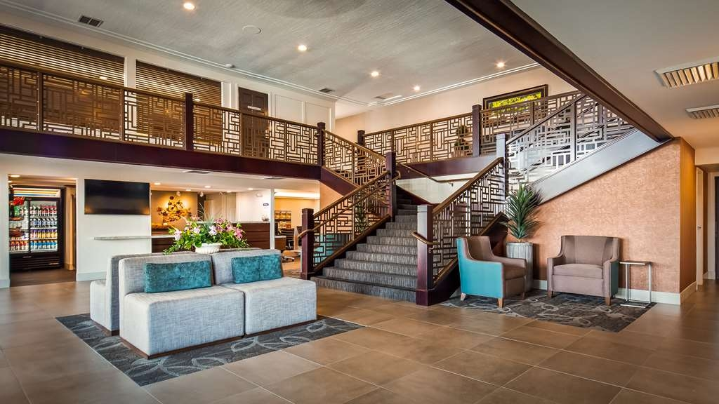 Best Western Plus Hilltop Inn - Hall