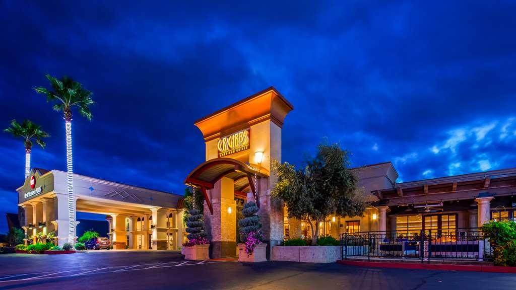 Best Western Plus Hilltop Inn - Vista Exterior