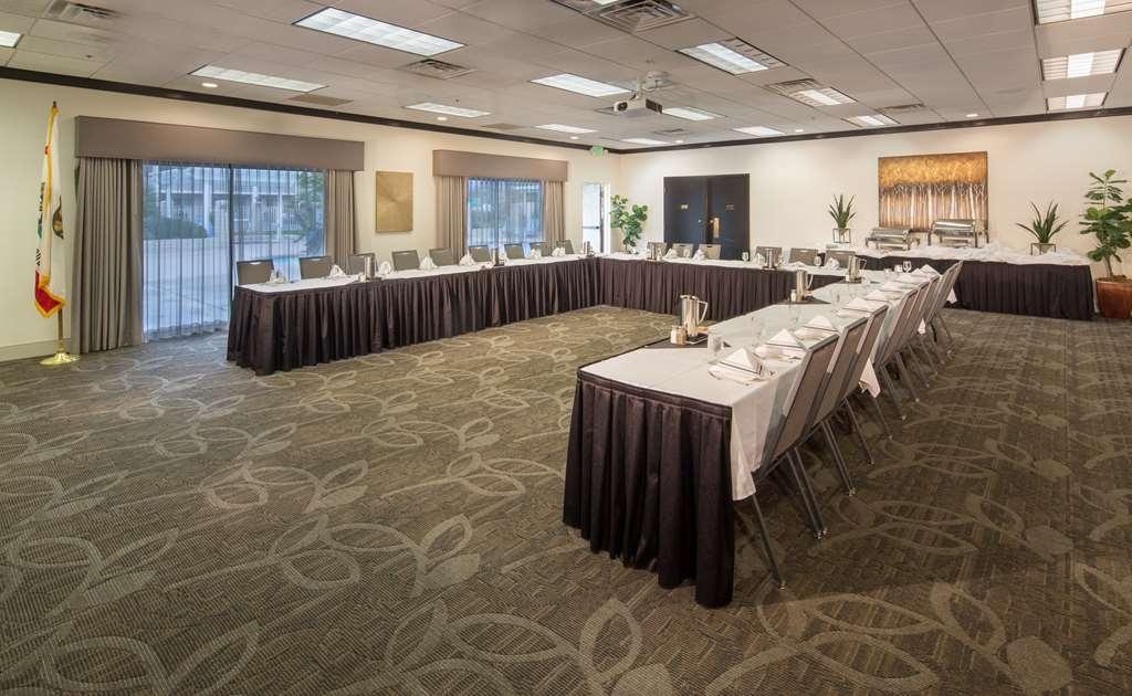 Best Western Plus Hilltop Inn - Salón para banquetes, restaurante