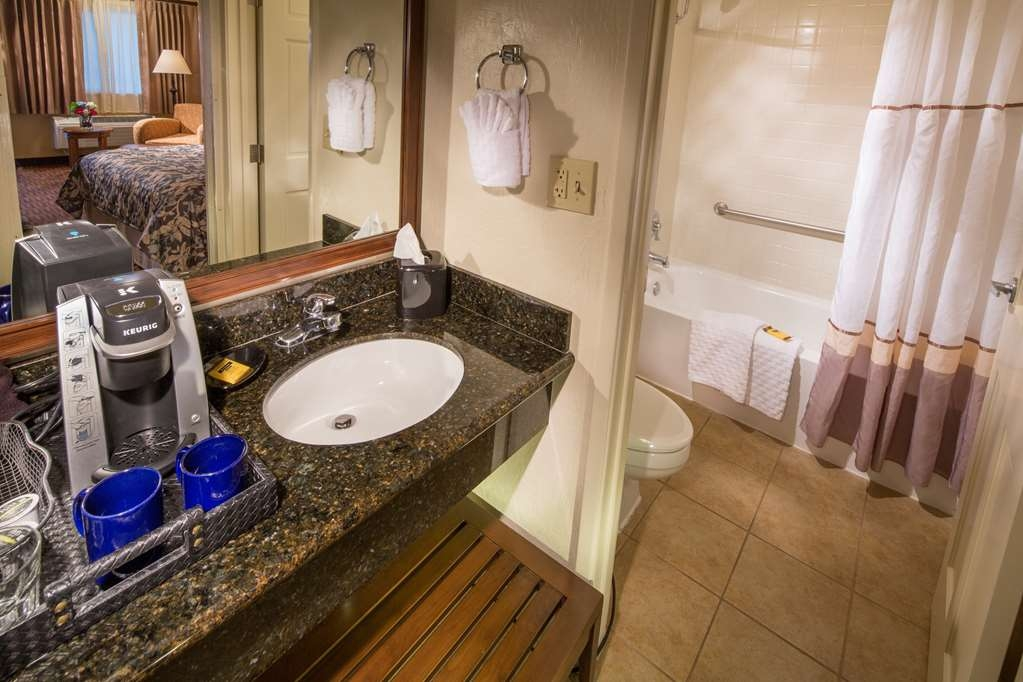 Best Western Plus Hilltop Inn - We pride ourselves in making everything spotless for you.