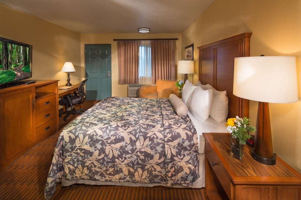 Best Western Plus Hilltop Inn - Make yourself at home in our ADA Guest Room