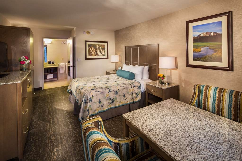 Best Western Plus Hilltop Inn - Make yourself at home in our ADA Deluxe guest room