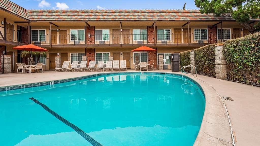 Best Western Corona - Vue de la piscine