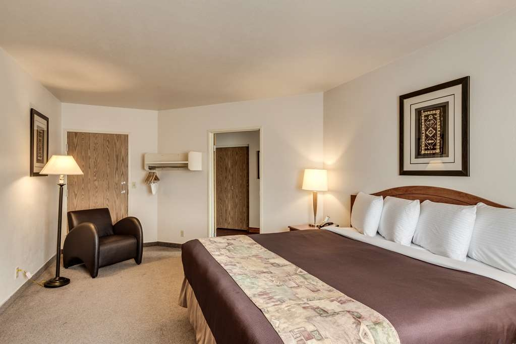 SureStay Plus Hotel by Best Western Post Falls - Make yourself at home in our king junior suite.