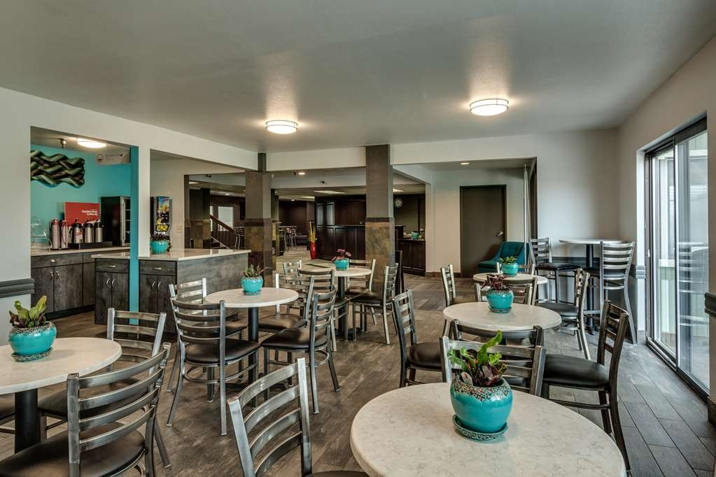 SureStay Plus Hotel by Best Western Post Falls - Our breakfast room offers intimate dining for couples and smaller groups.