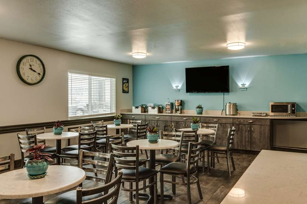 SureStay Plus Hotel by Best Western Post Falls - Sit down and enjoy the morning news while sipping a delicious cup of coffee.