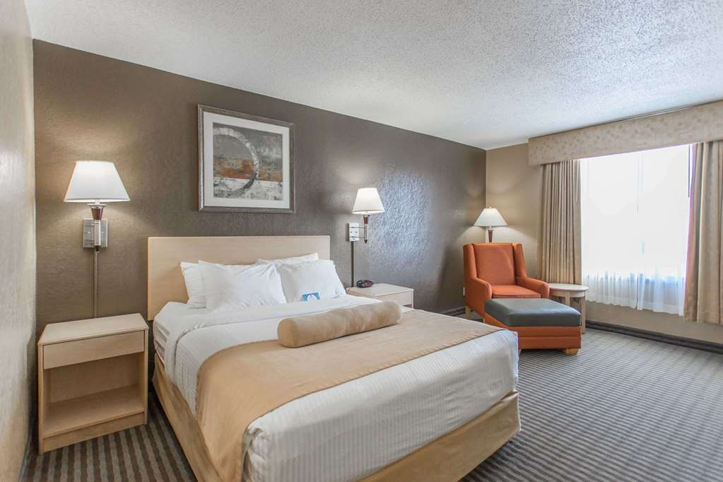 SureStay Plus Hotel by Best Western Seven Oaks - Make a reservation in this queen room featuring a microwave, refrigerator, flat screen TV and free Wifi.